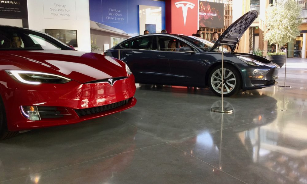 Tesla showroom in Century City mall, Los Angeles (Credit: Teslarati)