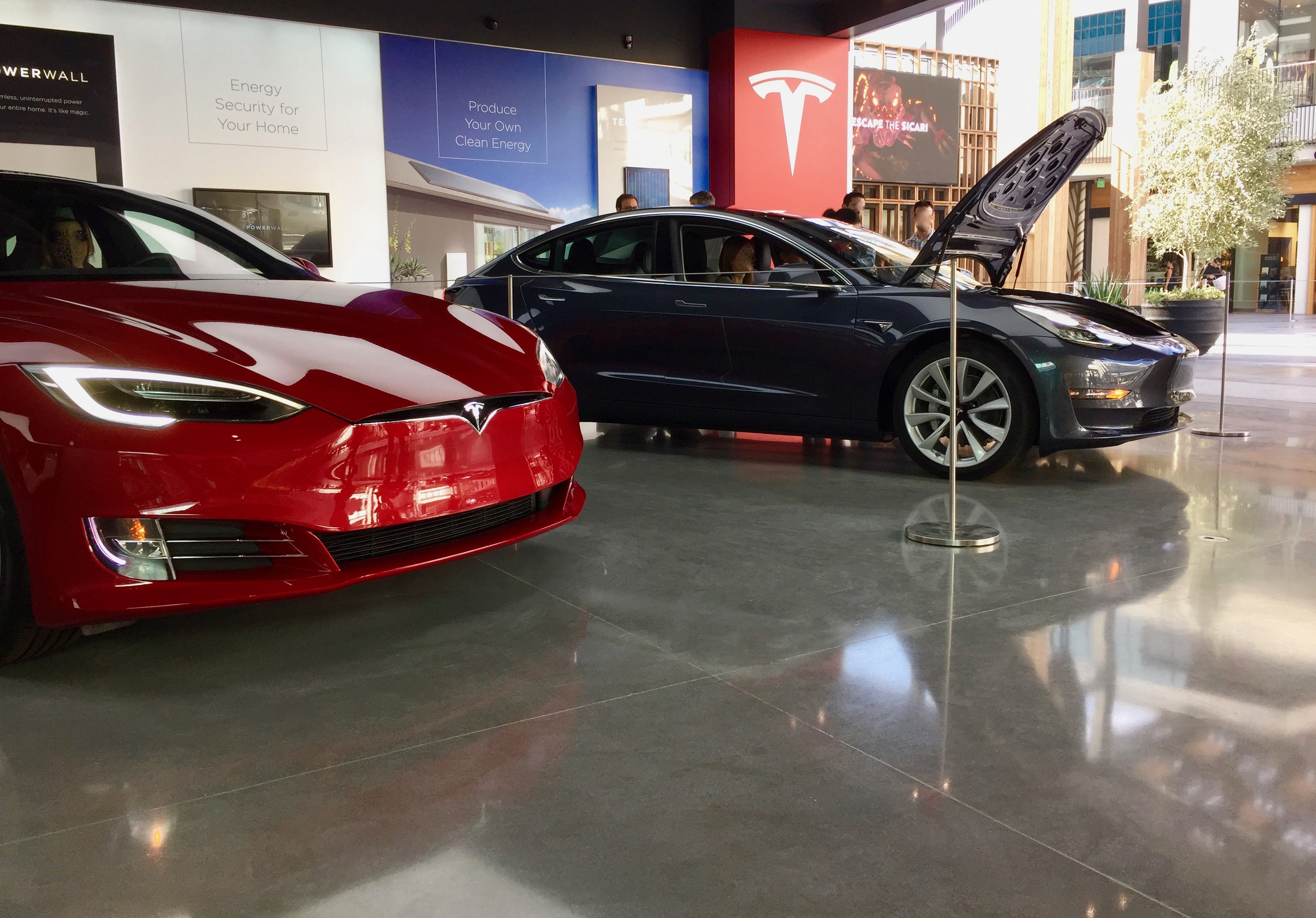 tesla-showroom-store-model-3-century-city