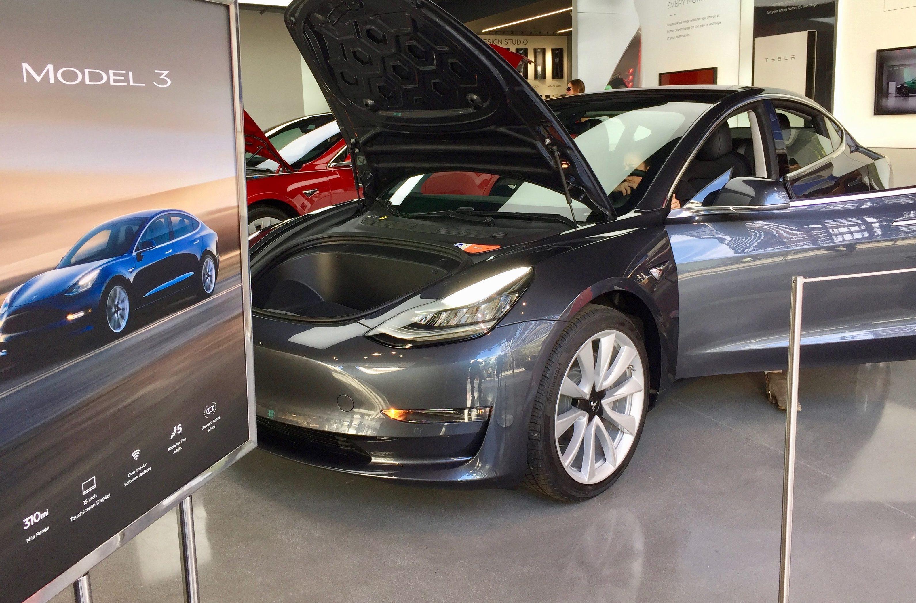 Tesla читается Тэсла ранее Tesla Motors американская компания производитель электромобилей
