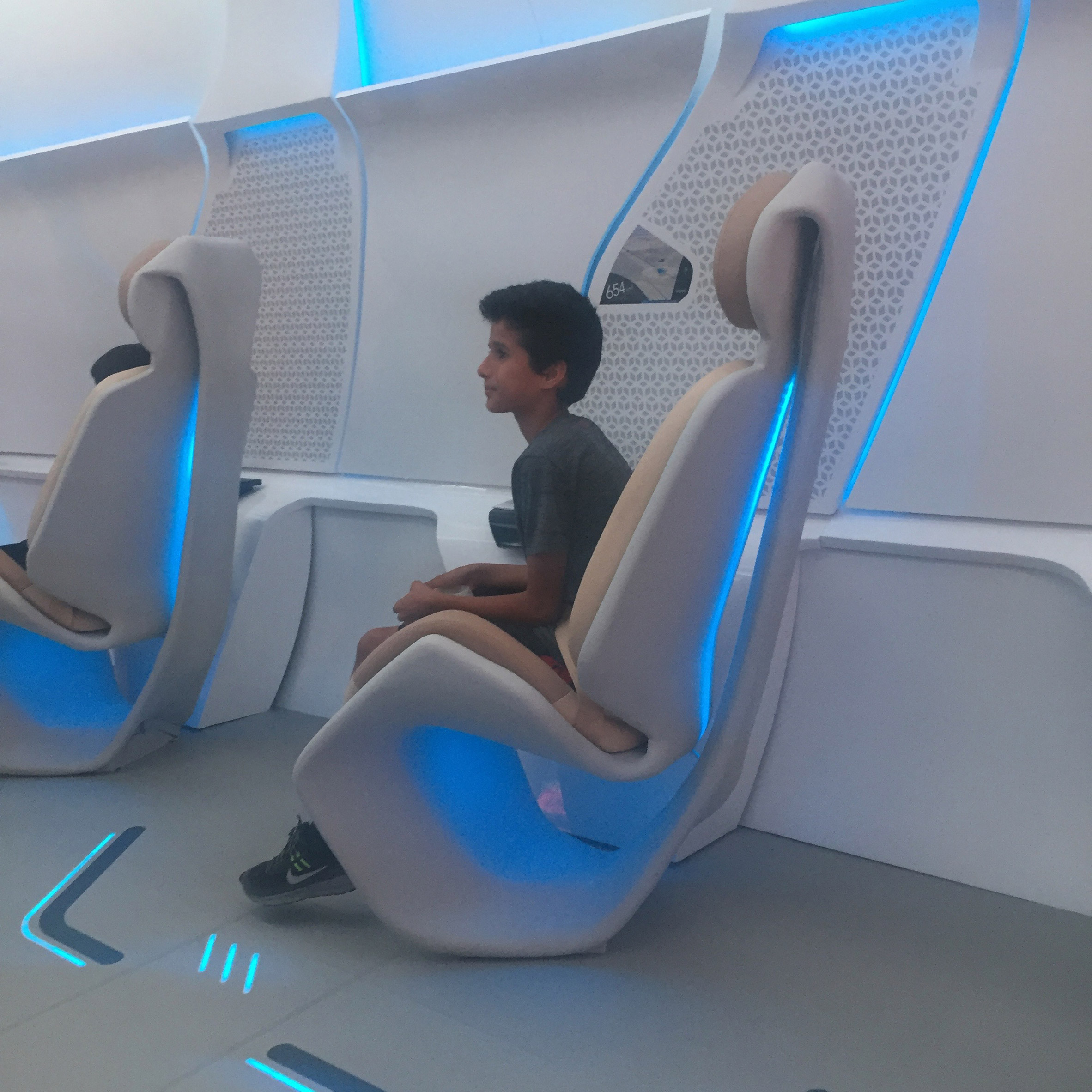 virgin-hyperloop-one-pod-seats-passenger-2