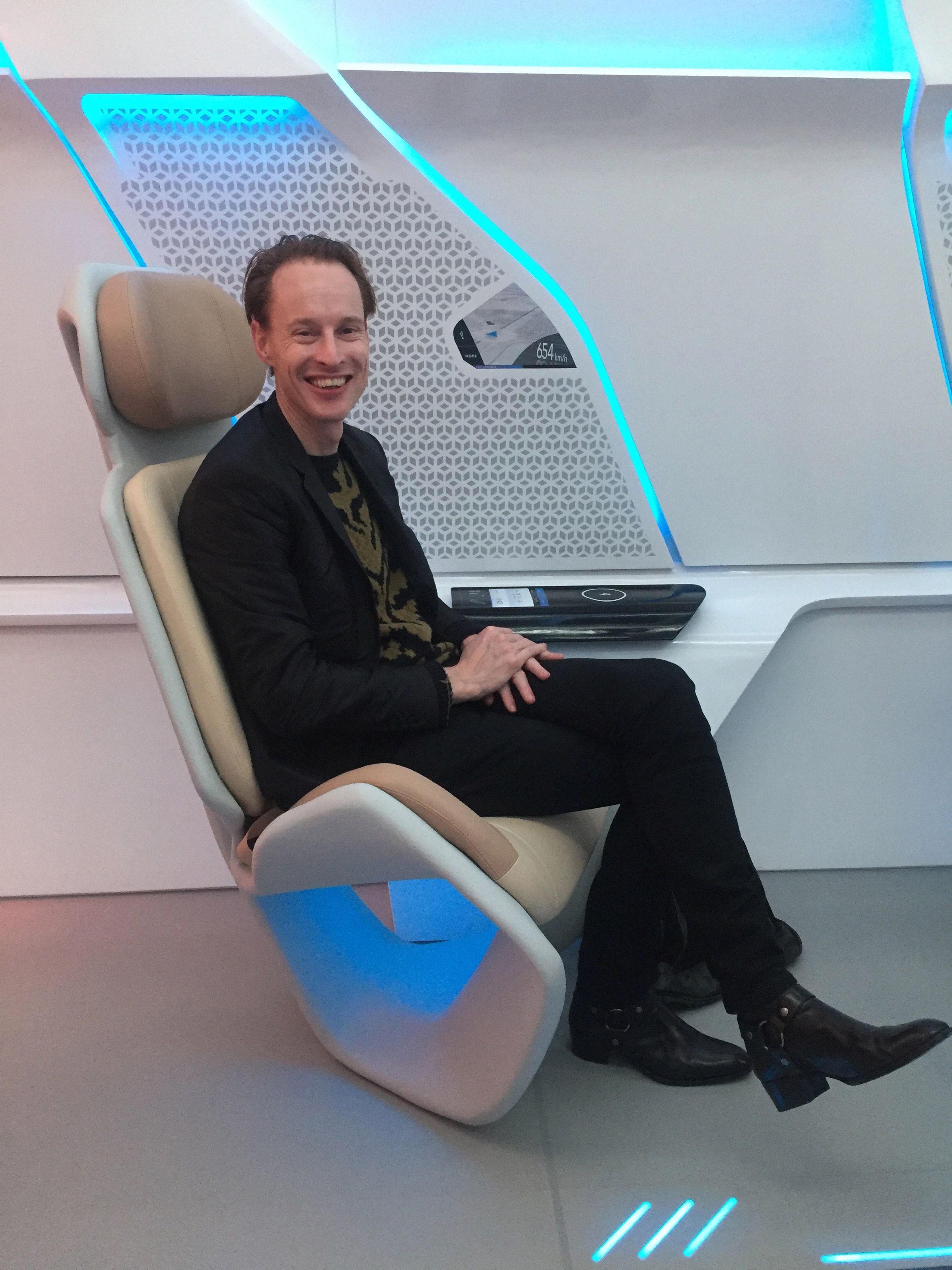 virgin-hyperloop-one-pod-seats-passenger