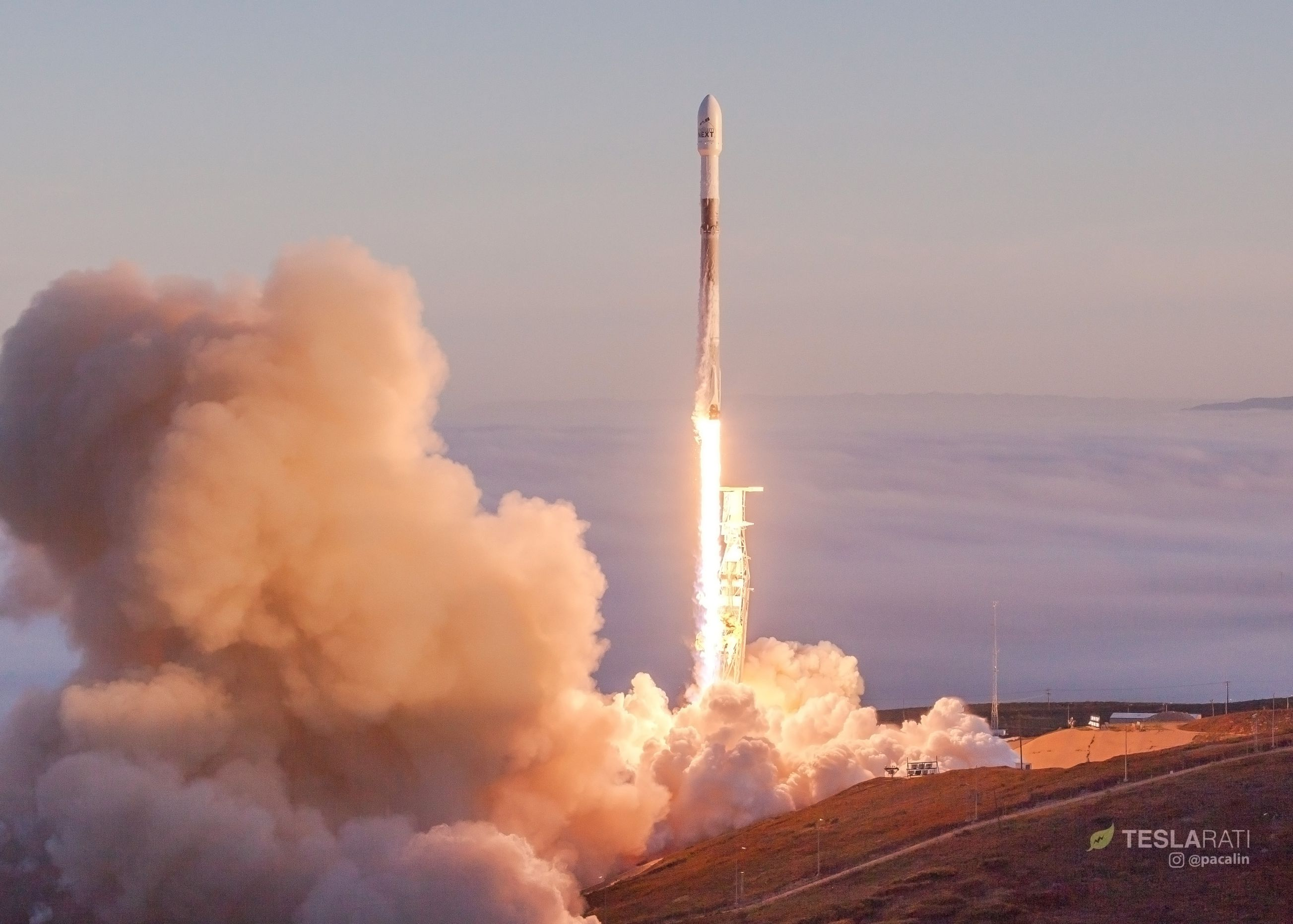 Falcon 9 1041 rises from a sea of fog (Pauline Acalin)(c)