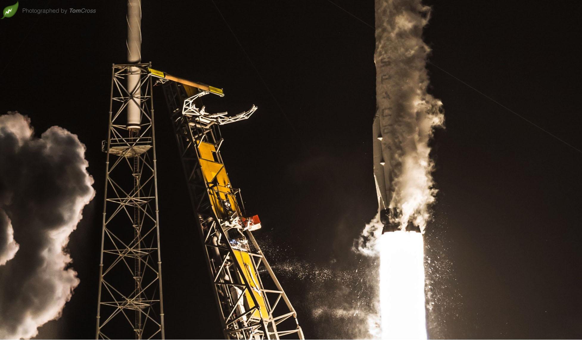Hispasat 1044 liftoff crop 1 (Tom Cross)