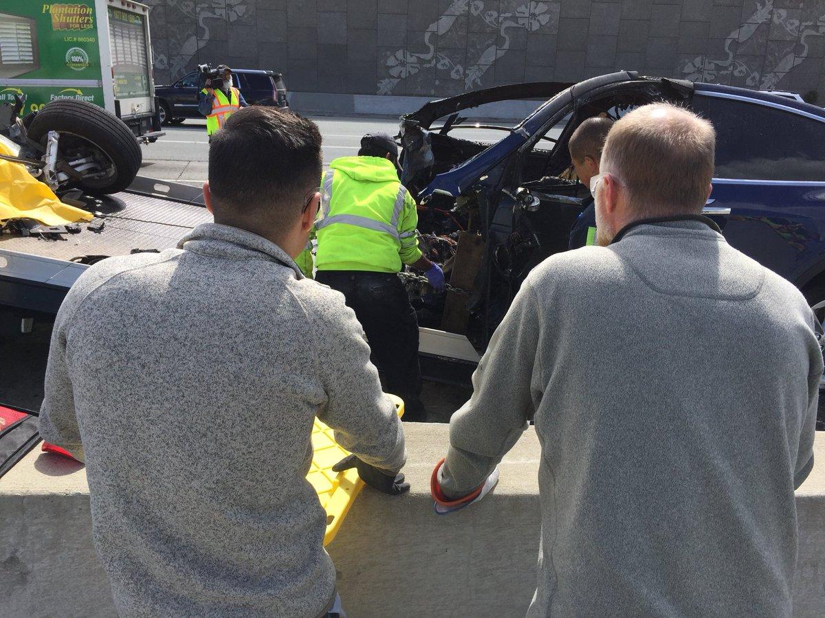 Model X fatal crash CA 4 [Credit: Dean C. Smith/Twitter]