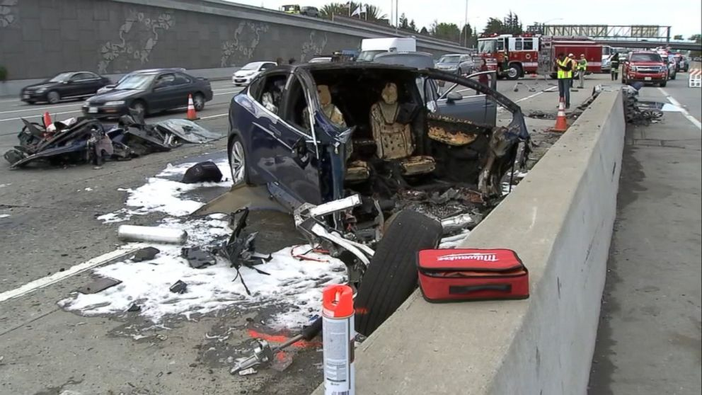 Model X fatal crash mountain view ca 3 [Credit: ABC News Radio/Twitter]