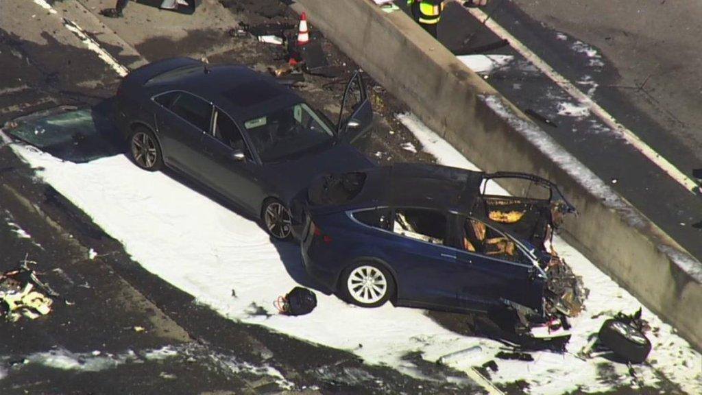 Model X fatal crash mountain view ca 5 [Credit: Mercury News/Twitter]