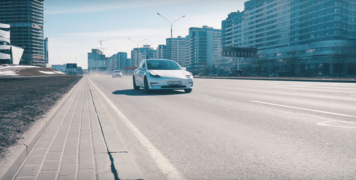 Tesla Model 3 vs Chevy Bolt Drag Race Moscow [Credit:  KindelTech/YouTube]