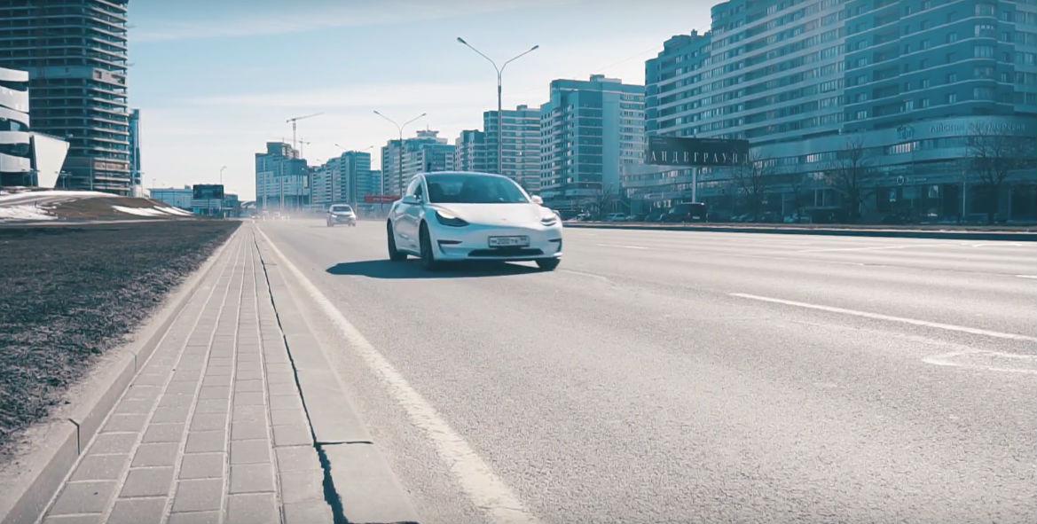 Tesla Model 3 vs Chevy Bolt Drag Race Moscow [Credit:  KindelTech/YouTube]