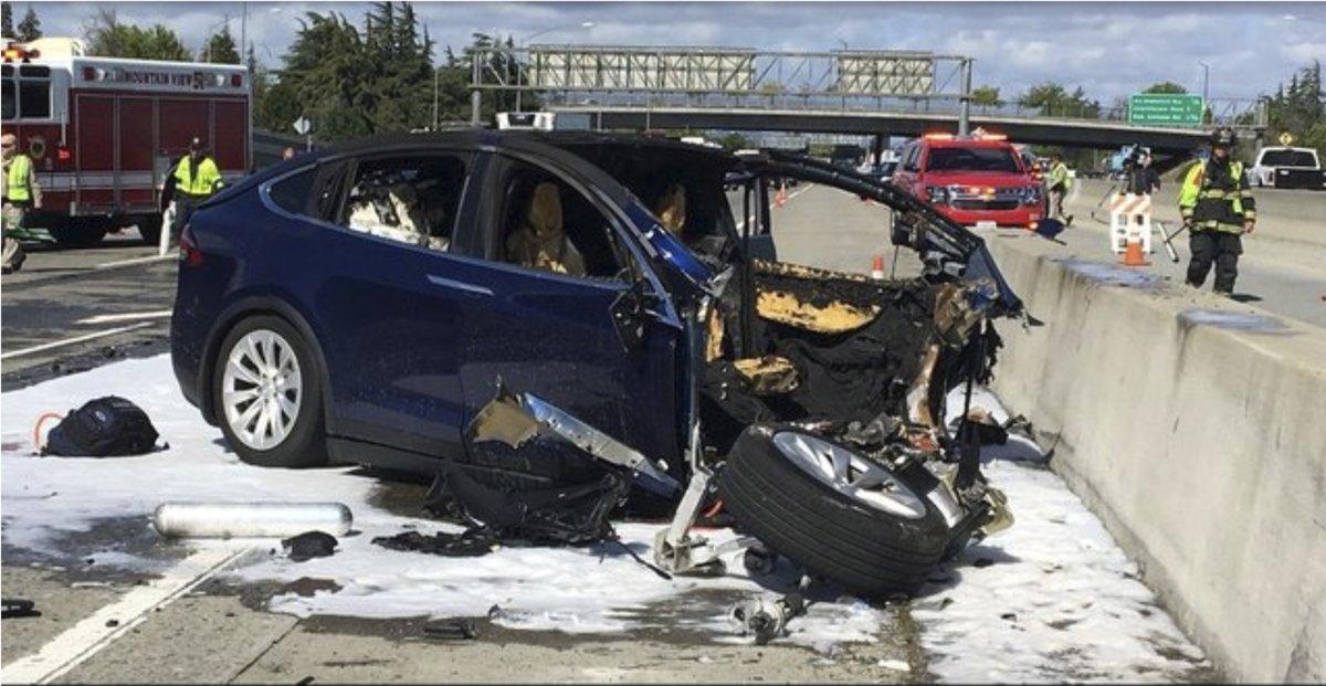 Tesla Model X accident 5