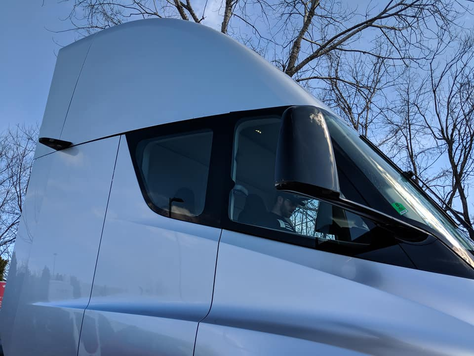Tesla Semi St Louis sighting (7) [Credit: Kyle Feller via Facebook]