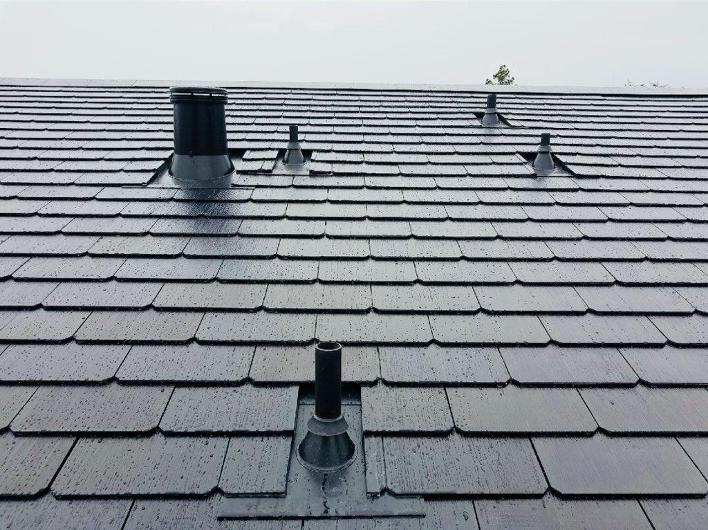 tesla 39 s solar roof tiles showcased in new residential installation pictures teslarati forum. Black Bedroom Furniture Sets. Home Design Ideas