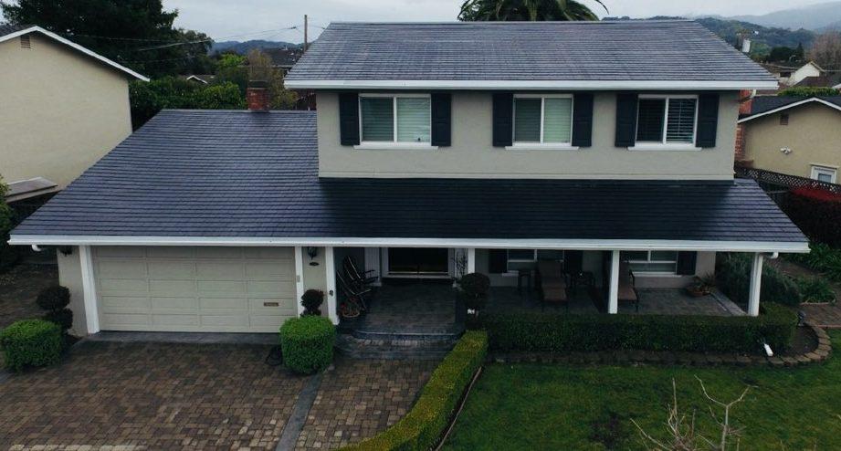 Tesla Solar Roof residential 3 [Credit: @Toblerhaus/Twitter]