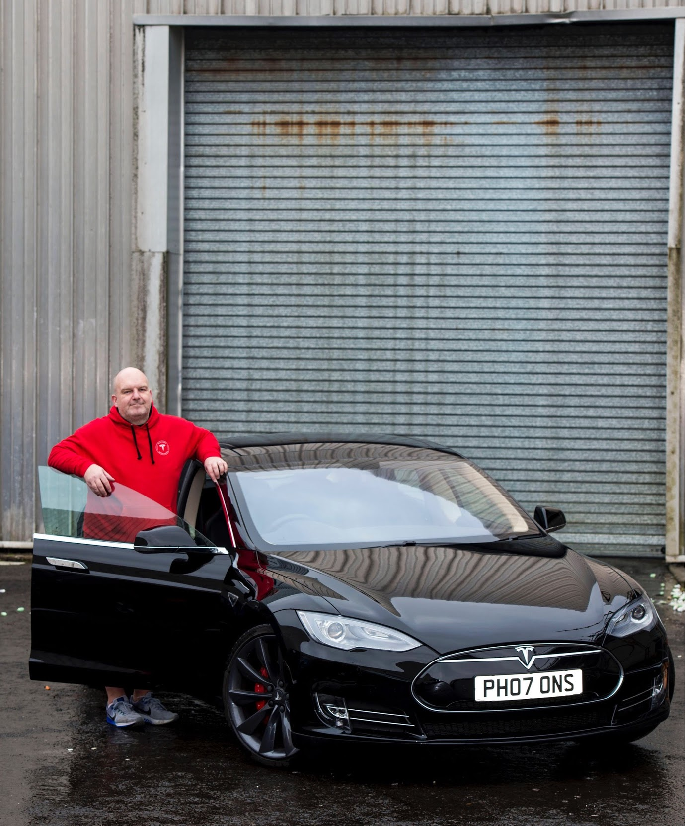 chris-clarkson-tesla-model-s-glasgow-museum-2