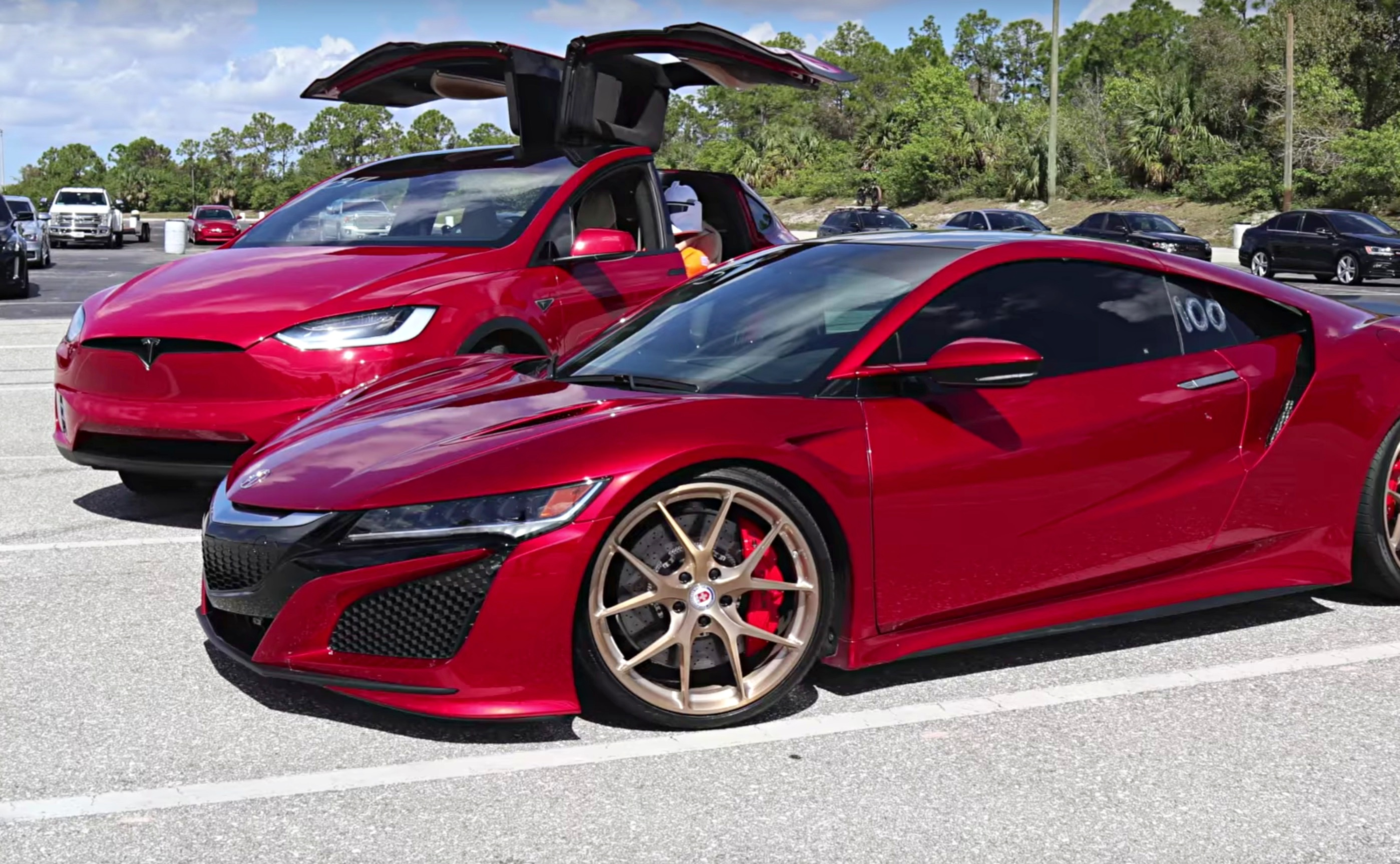 model-x-vs-acura-nsx-drag-race
