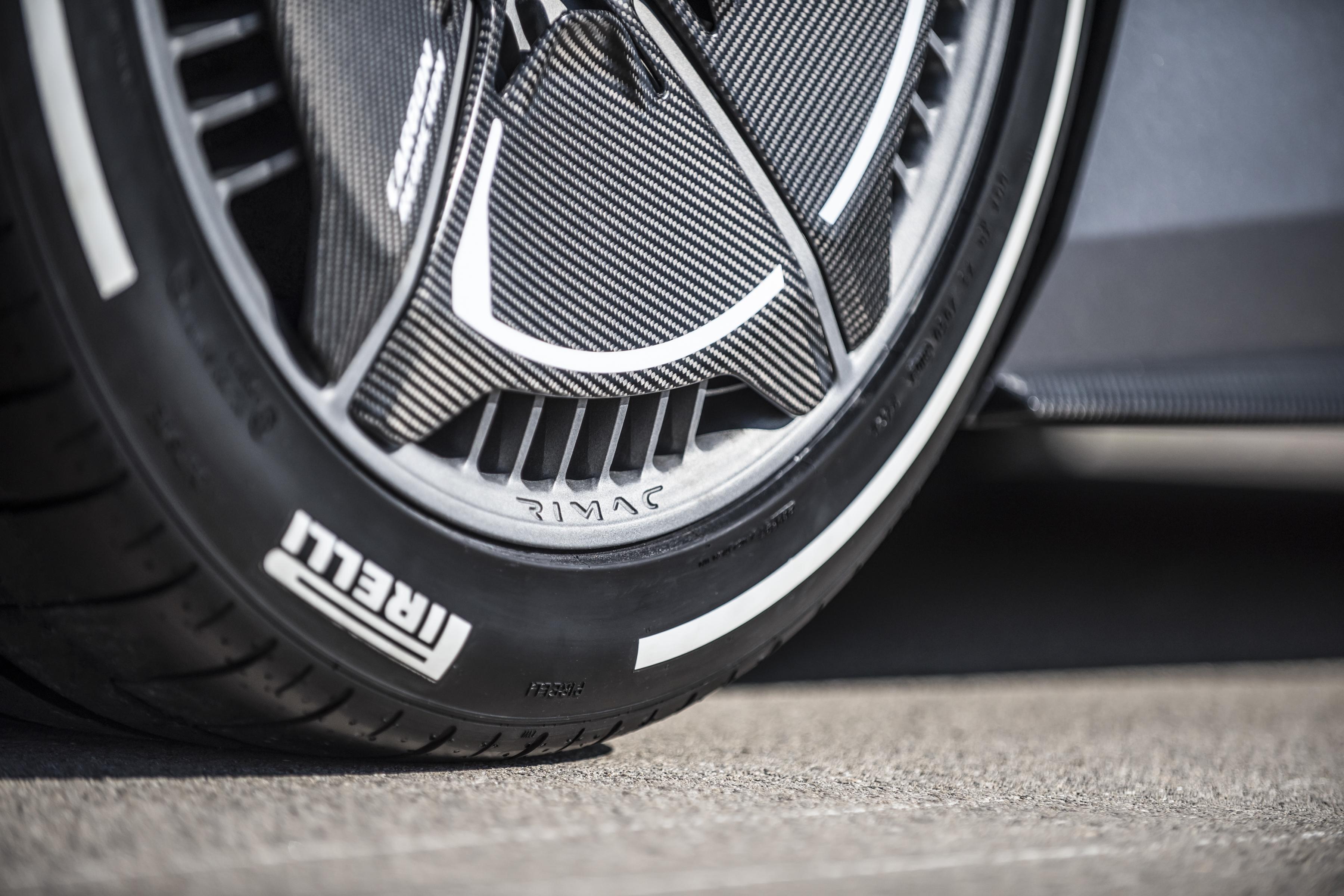 rimac-c_two_detail_carbon-aero-wheel