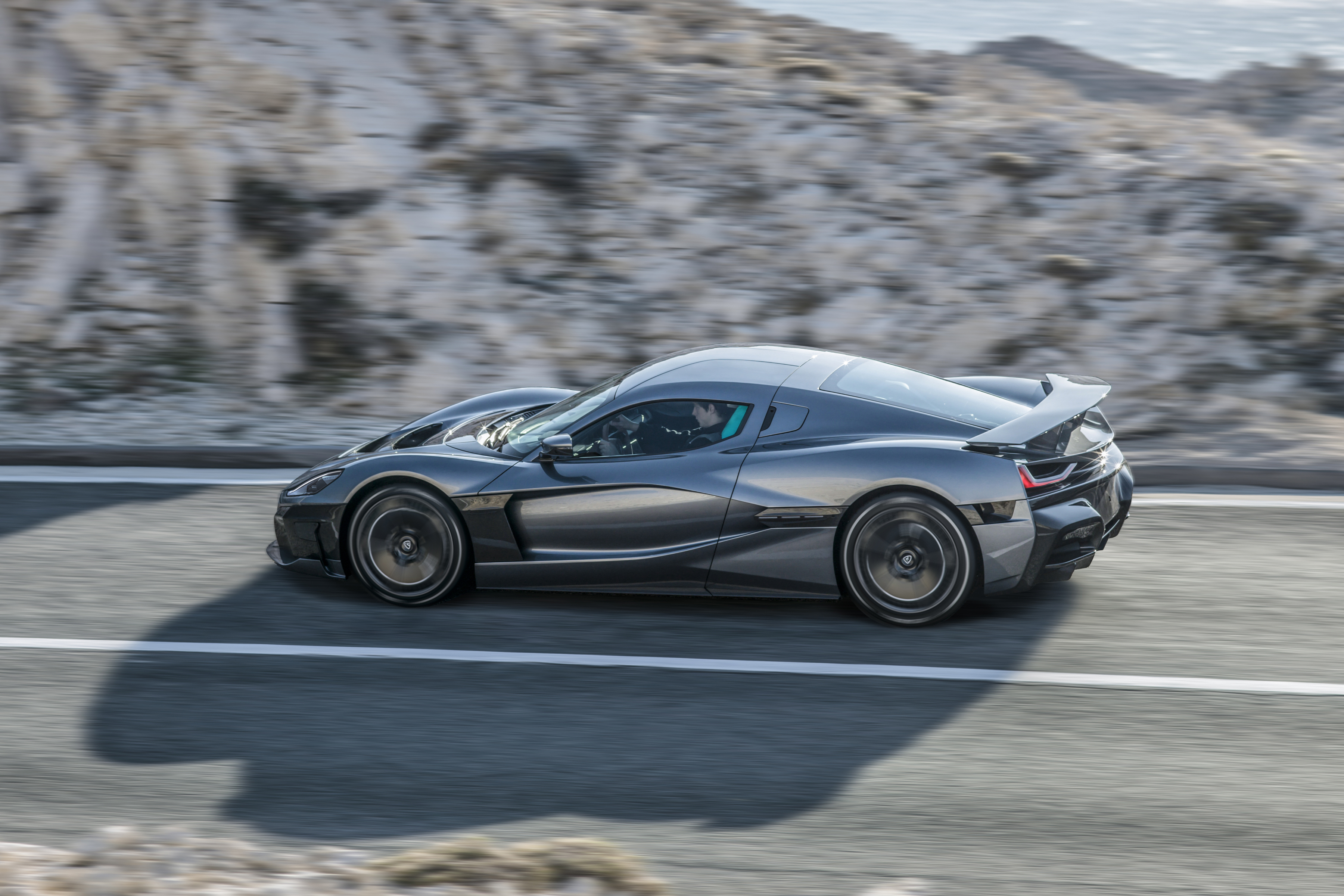 rimac-c_two_side-driving