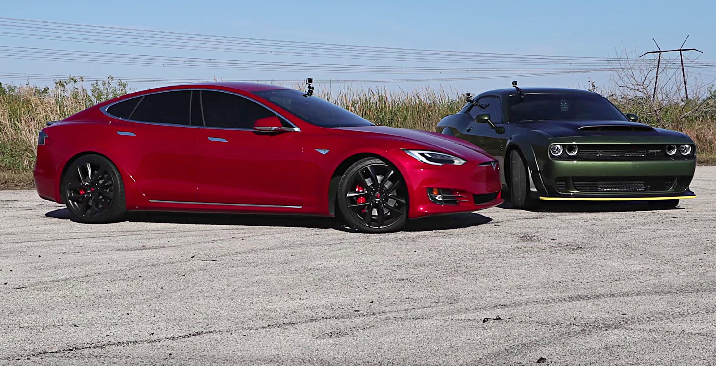 Tesla Model S P100D vs Dodge SRT Demon [Credit: DragTimes/YouTube]