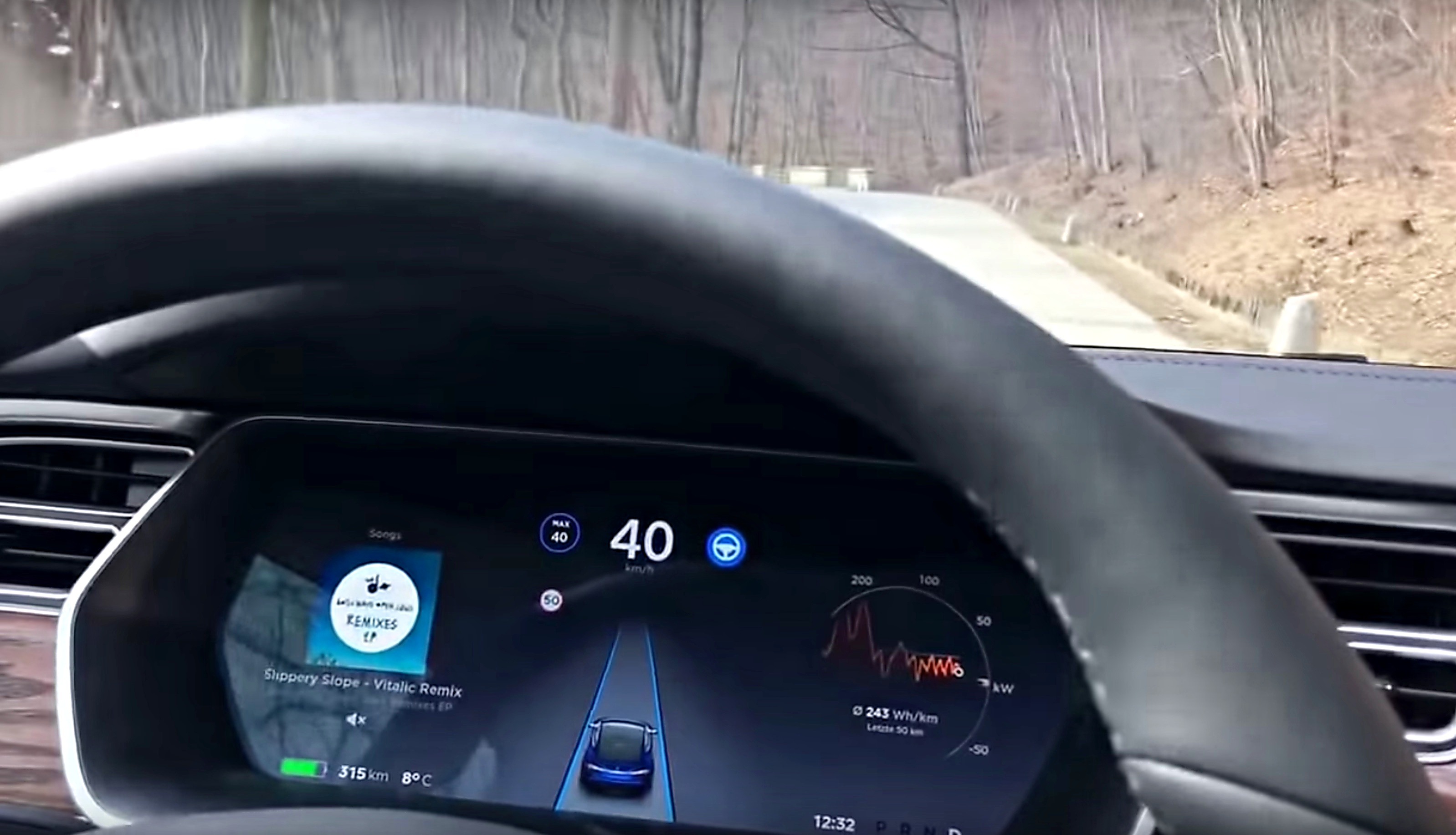 tesla-autopilot-vienna-narrow-road