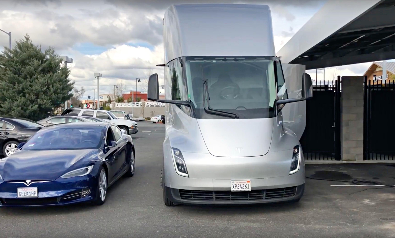 tesla-model-s-vs-semi-truck-sacramento-supercharger-ca ...