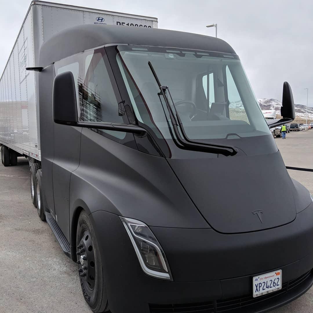 Tesla-semi-matte-black-gigafactory