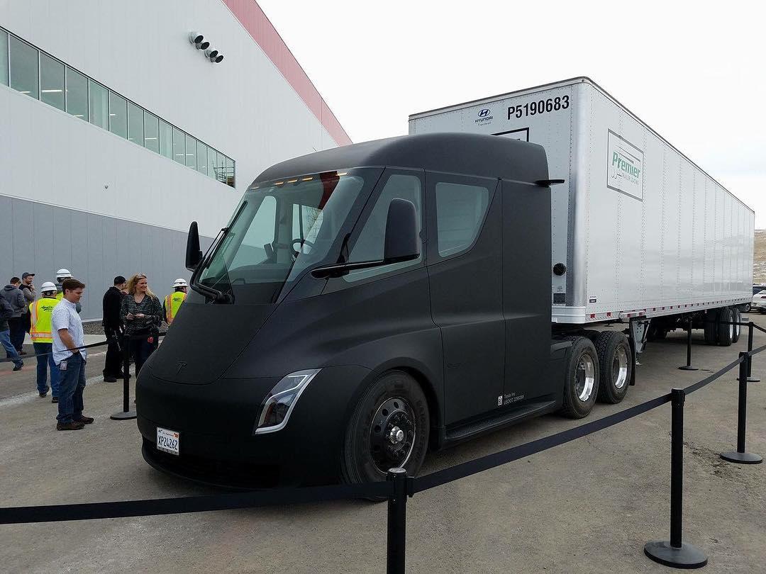 tesla-semi-truck-matte-black-gigafactory