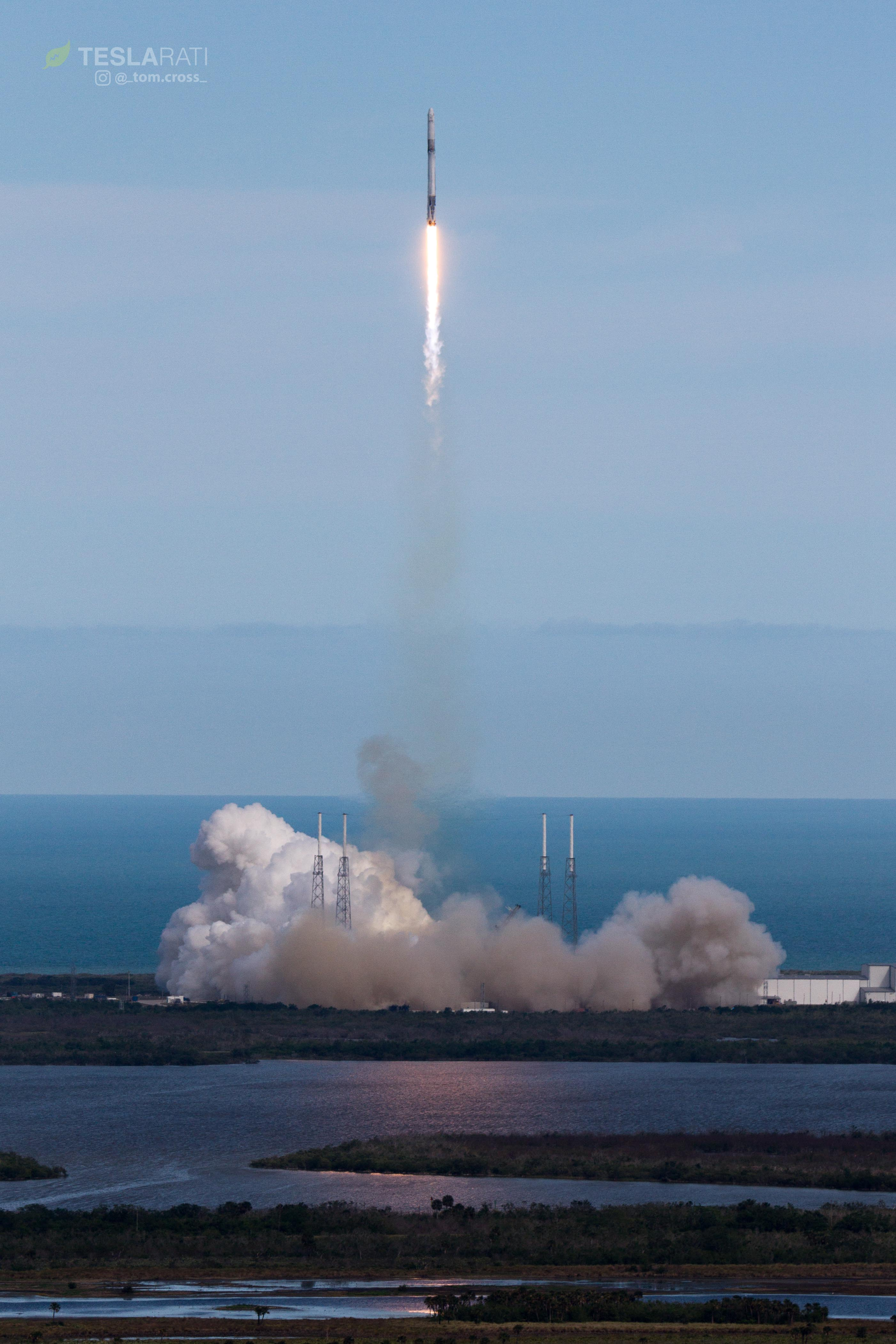 CRS-14 1039 liftoff VAB 2 (Tom Cross)