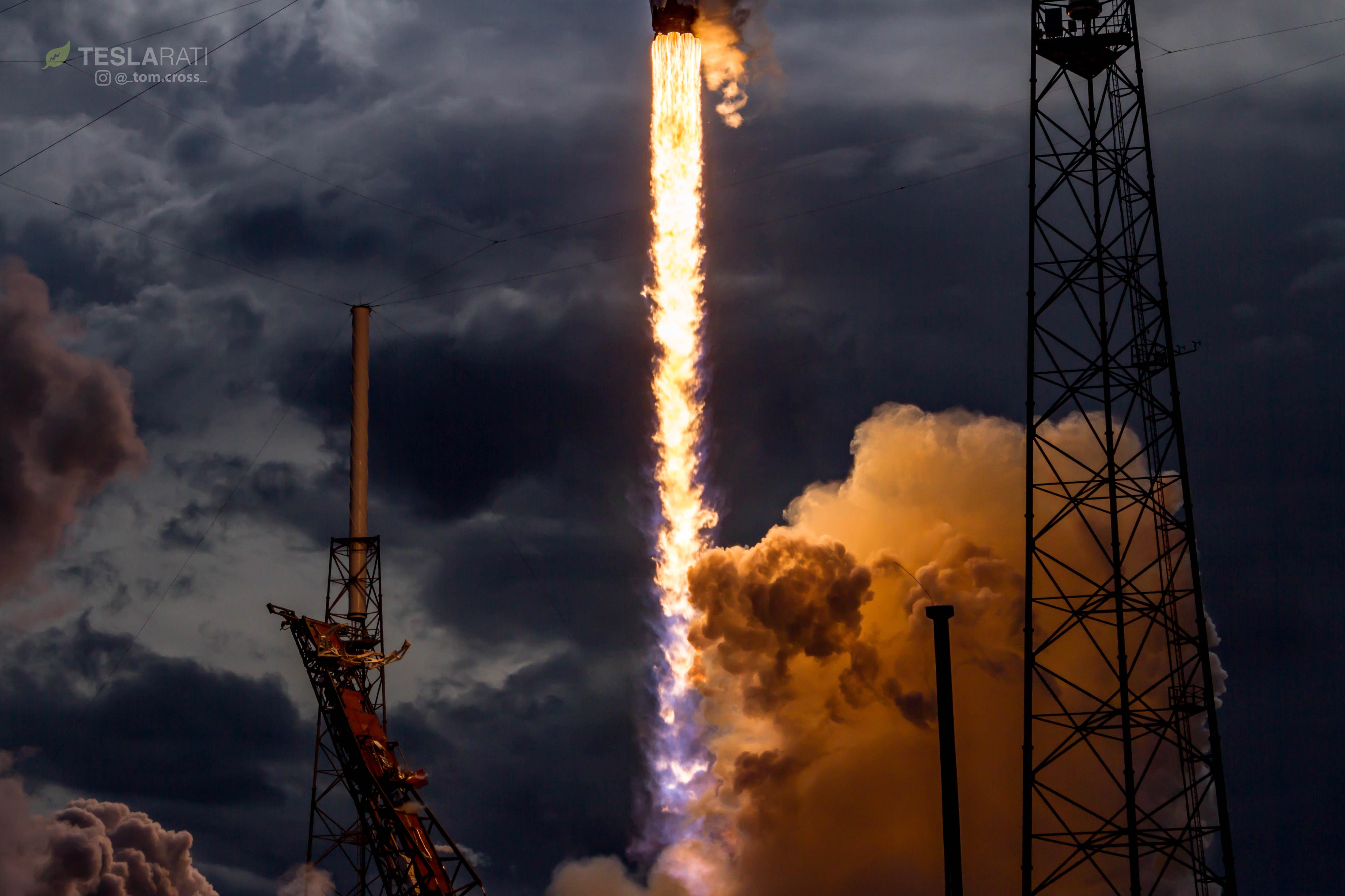 CRS14 1039 liftoff 1 (Tom Cross)