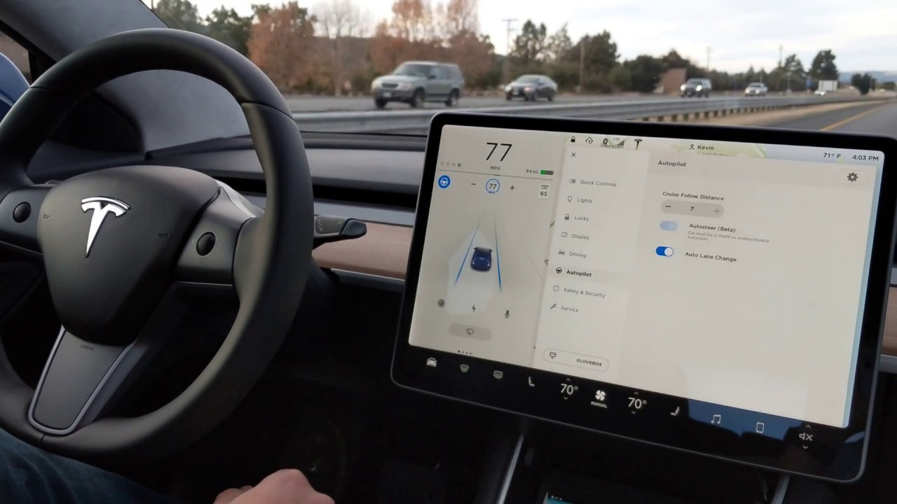 Model 3 Autopilot [Credit: LivingTesla/YouTube]