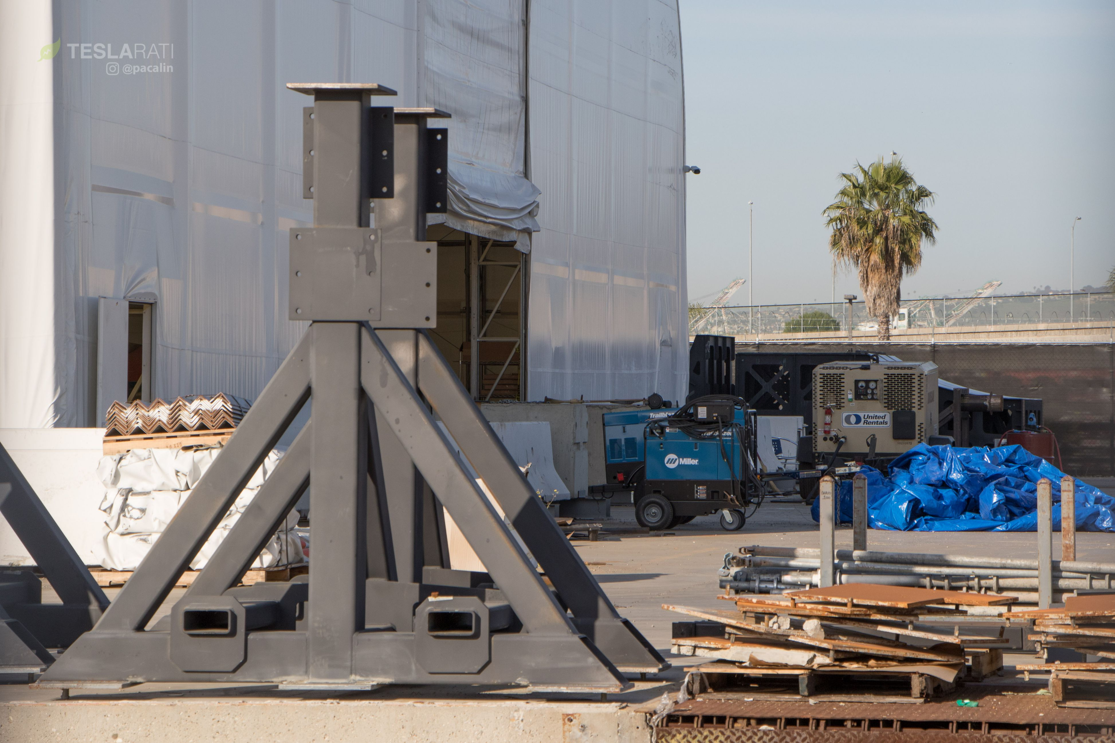 SpaceX BFR tent tooling 2 (Pauline Acalin)