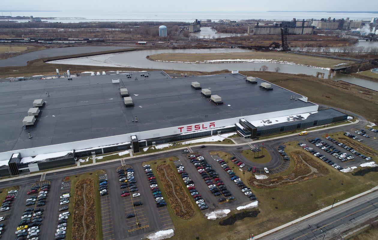 Tesla Gigafactory Jobs >> Tesla Under The Gun To Create Jobs At Gigafactory 2 In Buffalo Ny