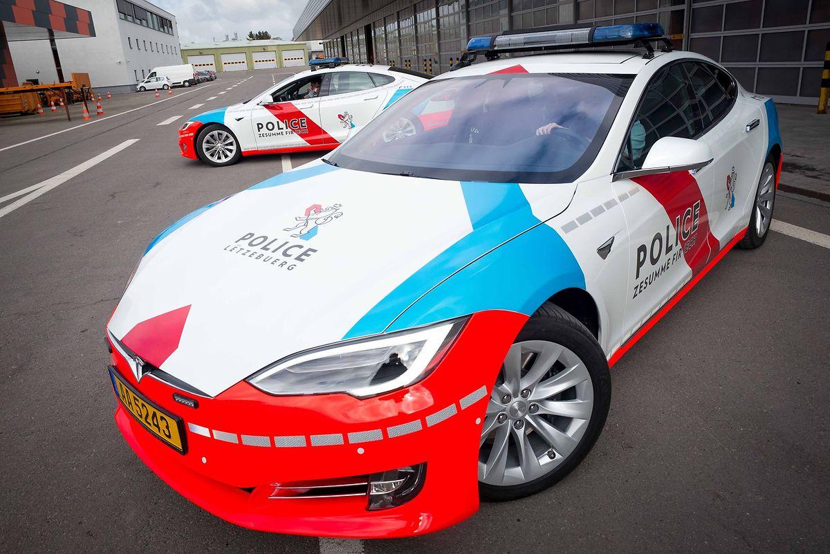 Tesla Model S Police Car 2
