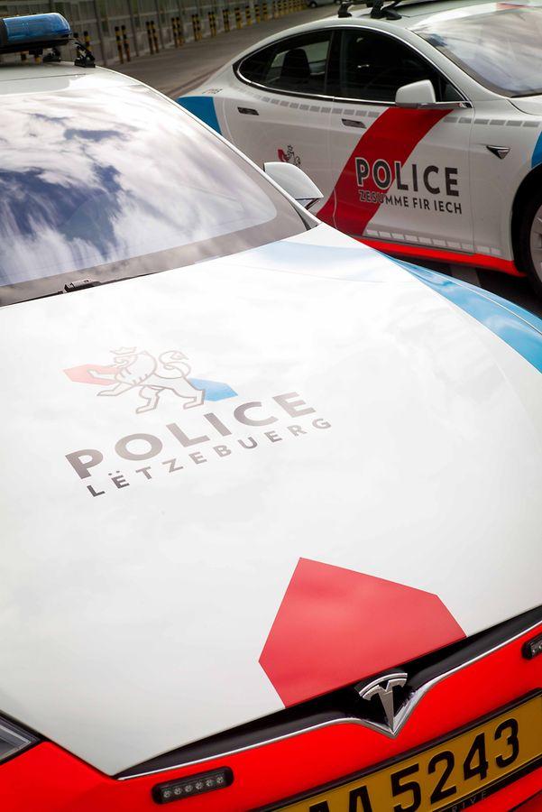 Tesla Model S Police Car 4