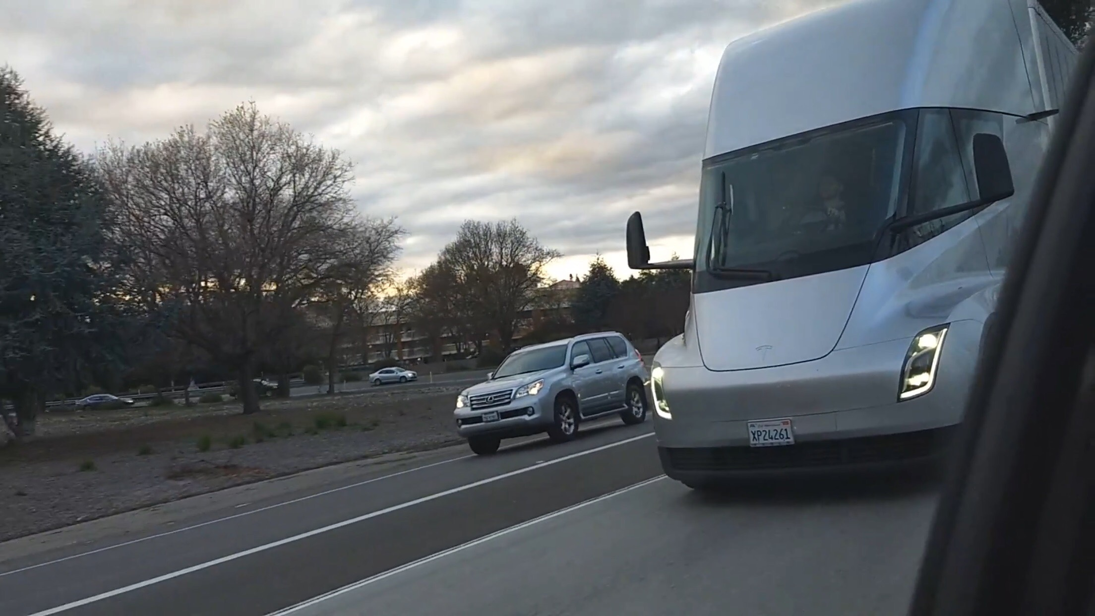 Tesla Semi chilling highway 3 [Credit: Sergey MoldovanAmerican/YouTube]