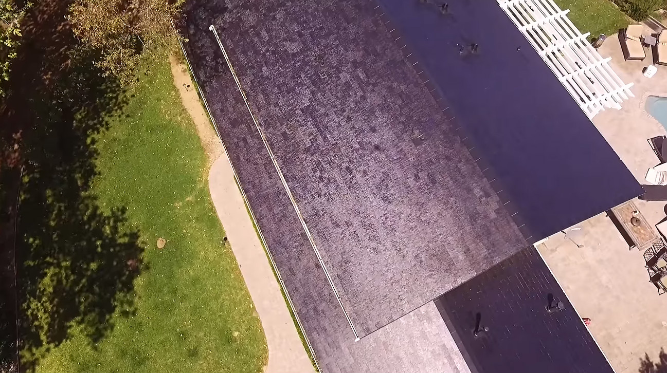 Tesla Solar Roof 4 [Credit: E for Electric/YouTube]