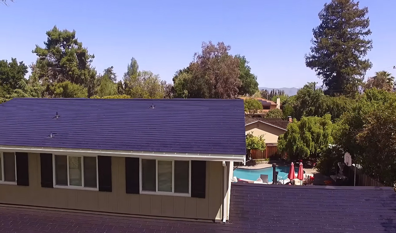 Tesla Solar Roof 8 [Credit: E for Electric/YouTube]