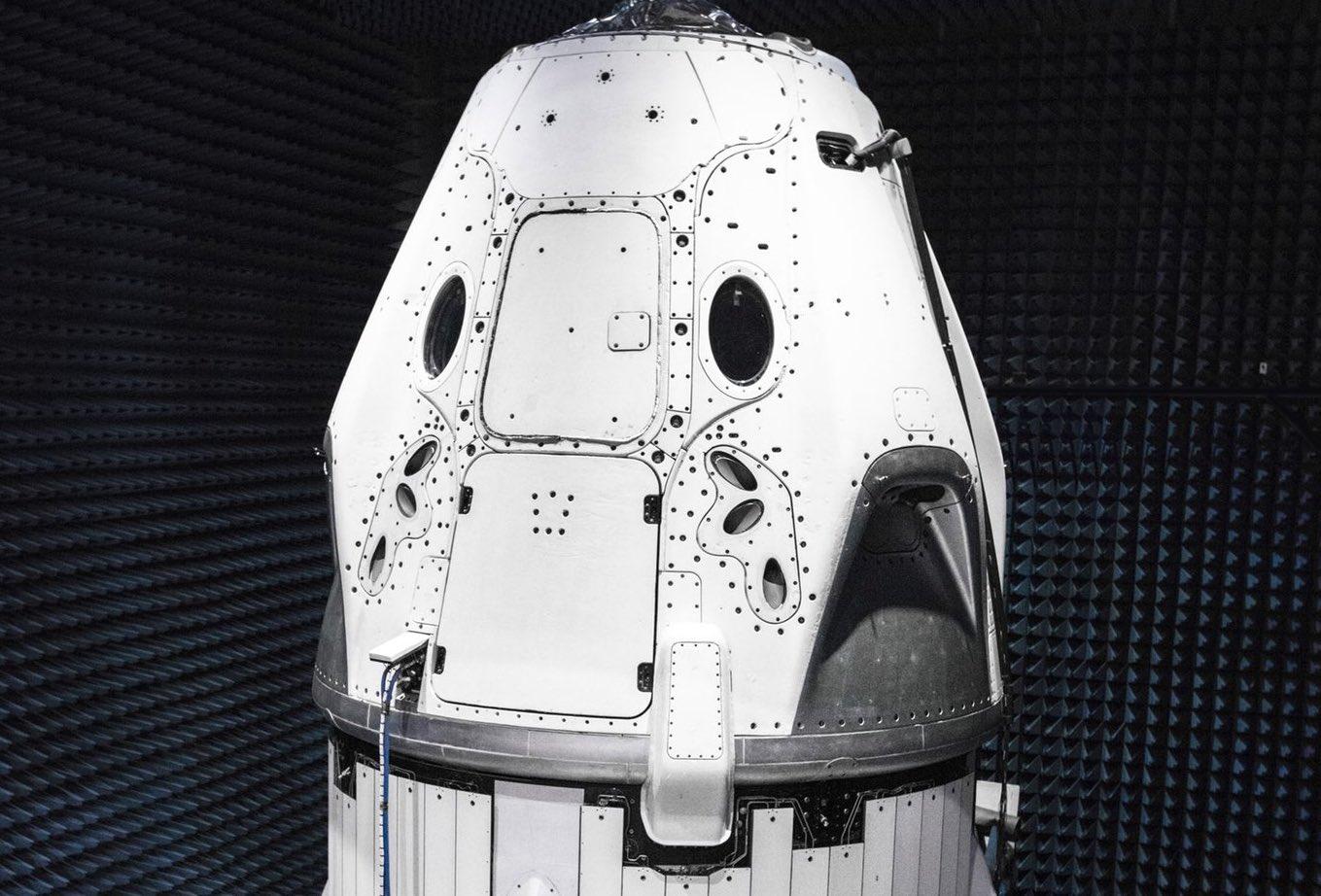 Crew-Dragon-DM-1-May-2018-SpaceX-splash