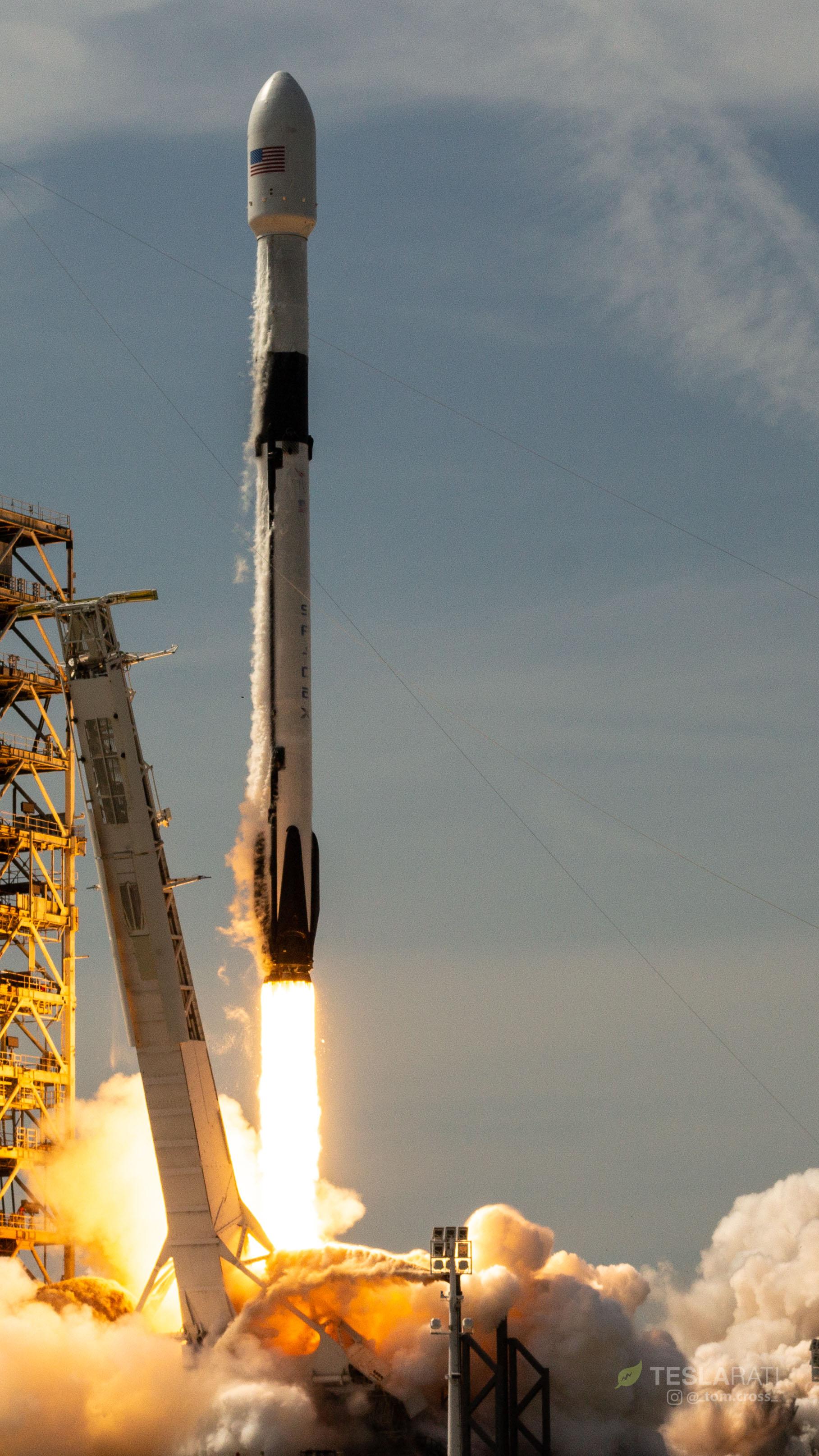 F9 1046 liftoff 1 (Tom Cross)