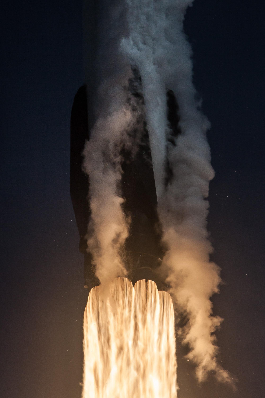 F9 B1046 liftoff closeup 1 (SpaceX)