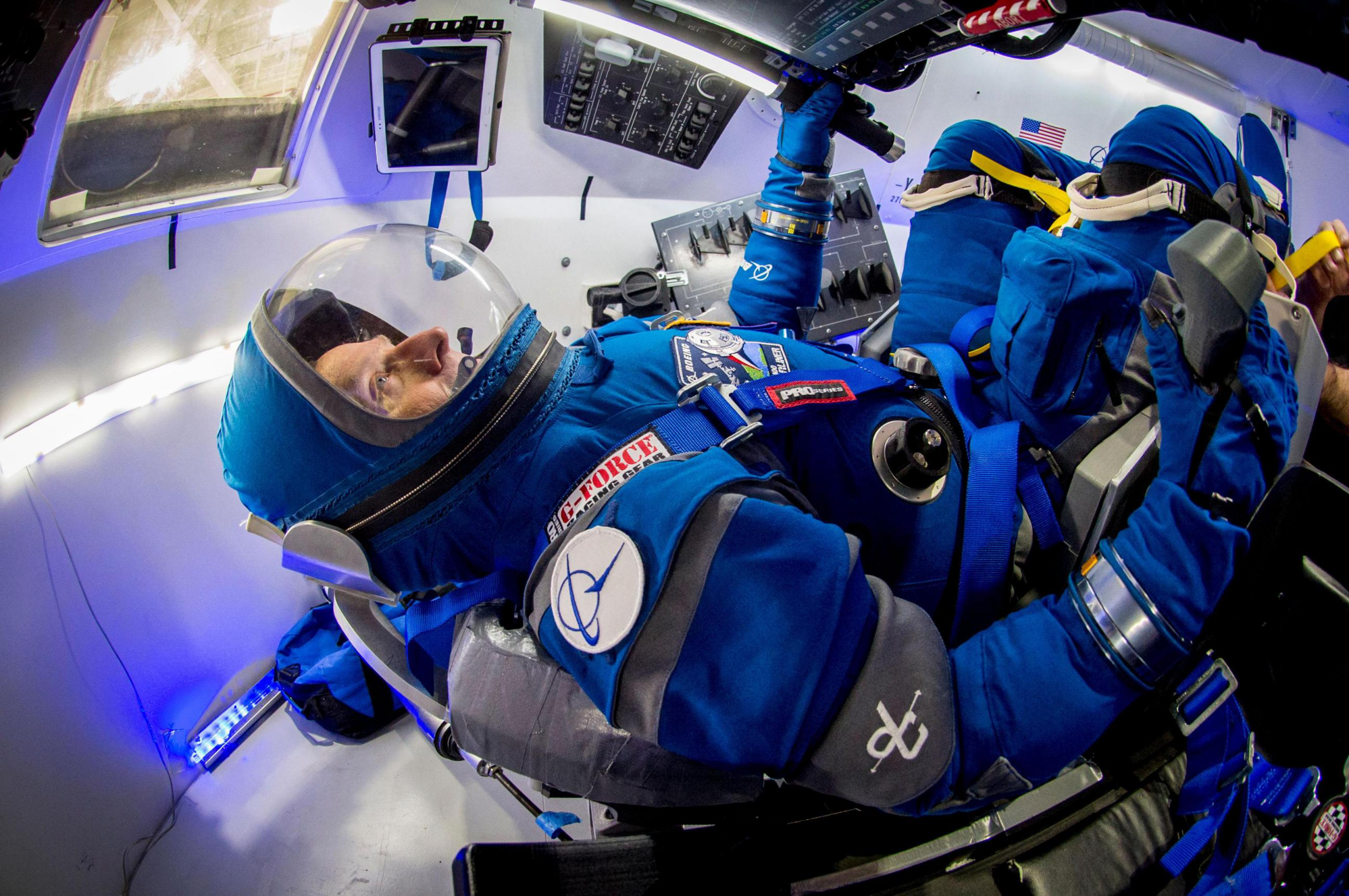 boeing_starliner_spacesuit02-lg