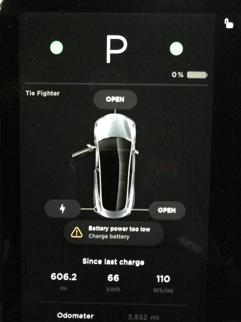 Detalle de la Pantalla del Model 3. Fuente: TESLARATI