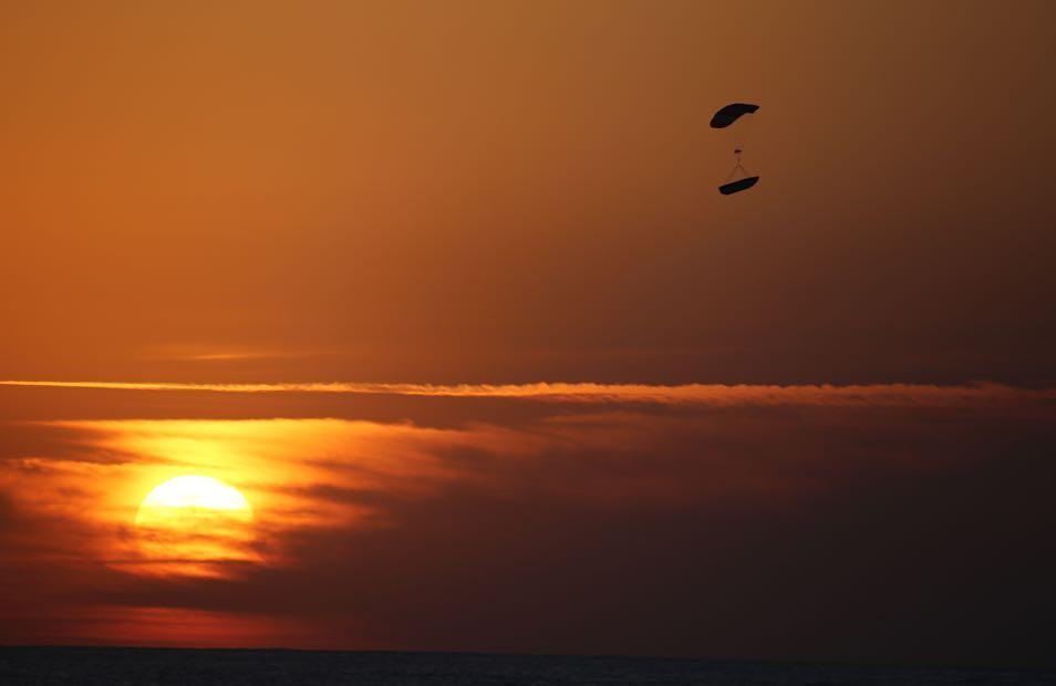 parasail deploy fairing recovery Iridium-5 (Elon Musk)