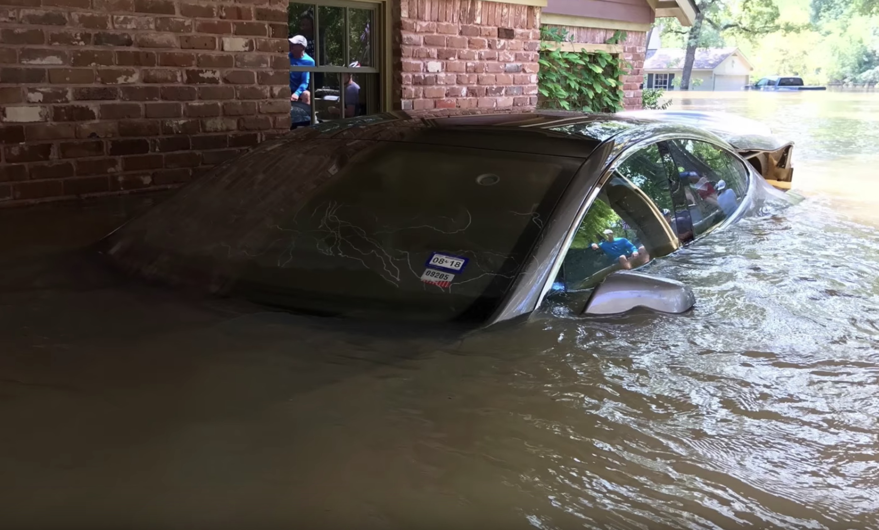 tesla-model-s-underwater-flood