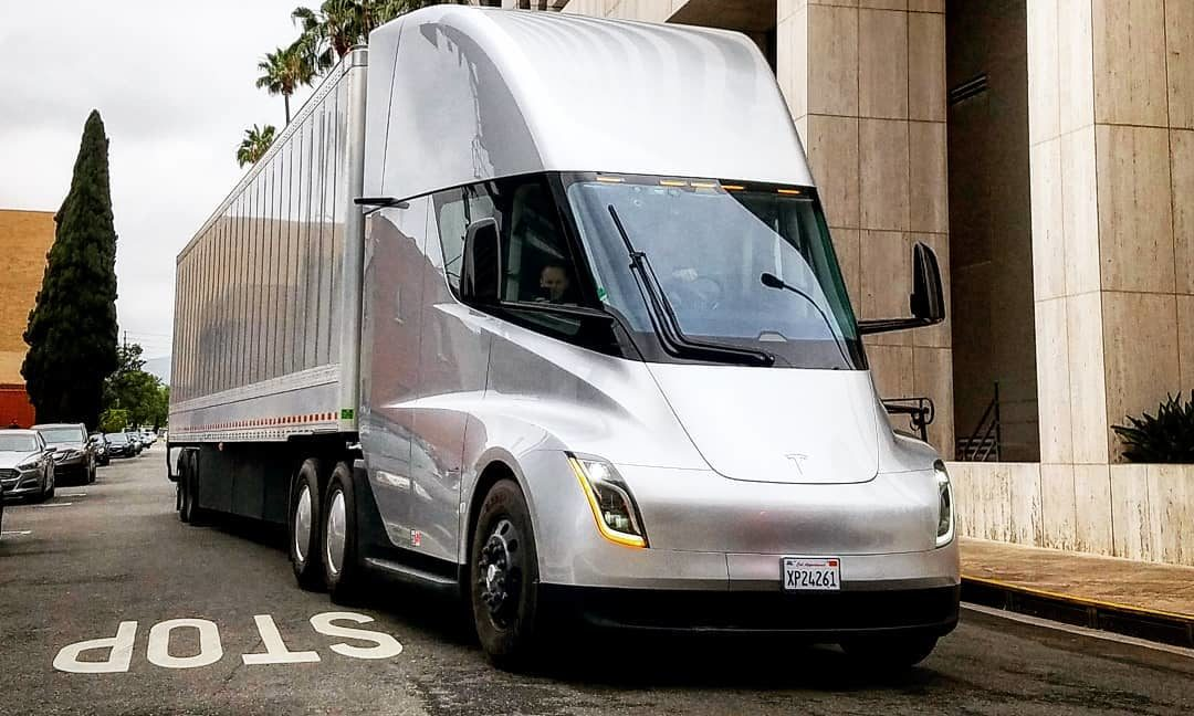 Tesla Semi makes an appearance at historic LA service center