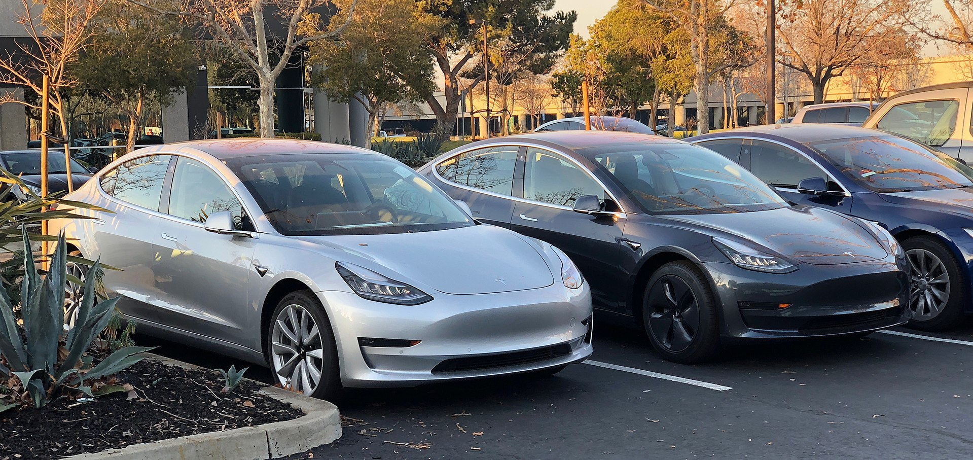 Tesla Delivers Its 200 000th Car Triggering The Ev Tax Credit Phase Out Period