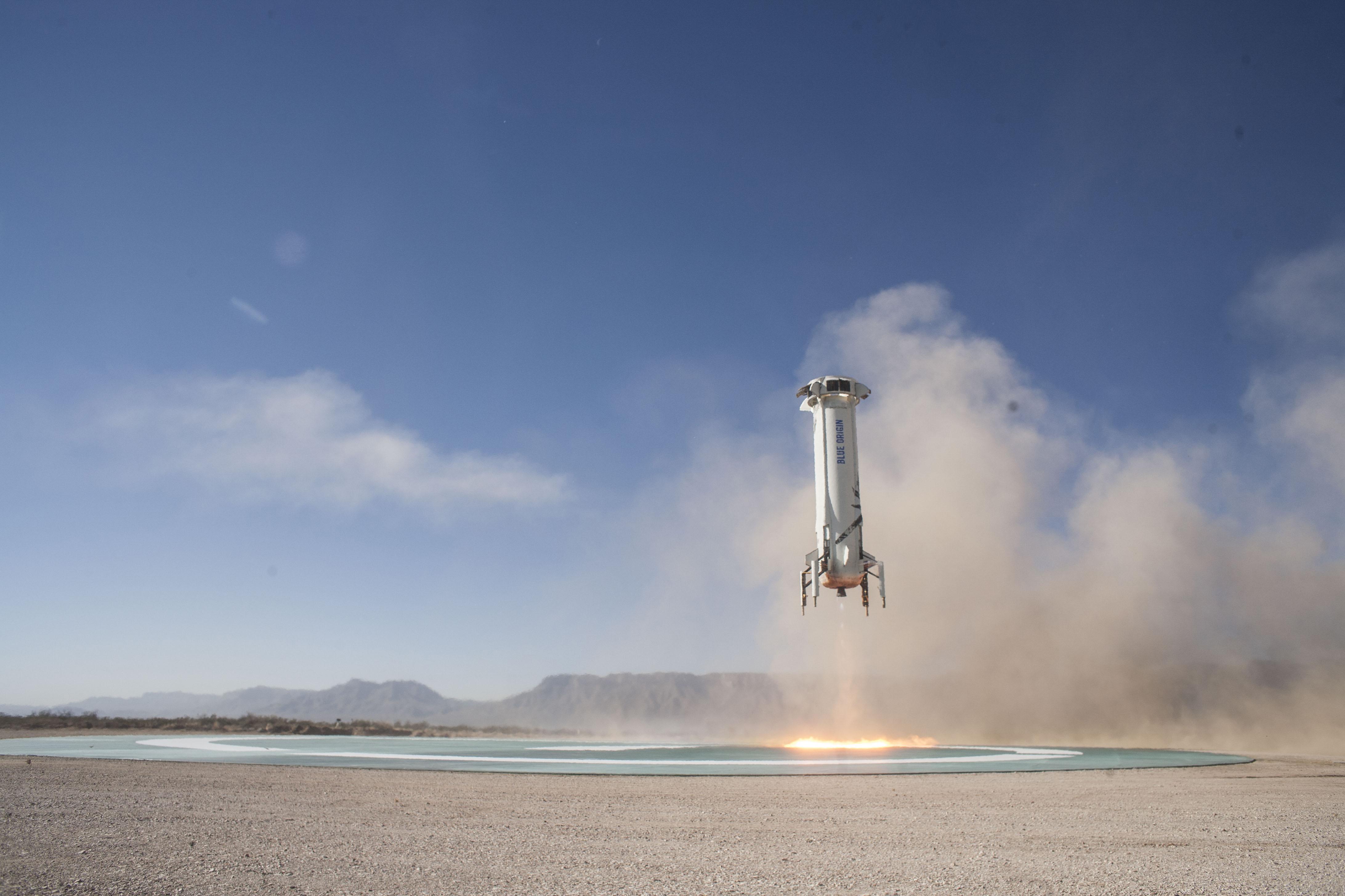 Blue-Origin-New-Shepard-Mission-7-Booster-Landing-2