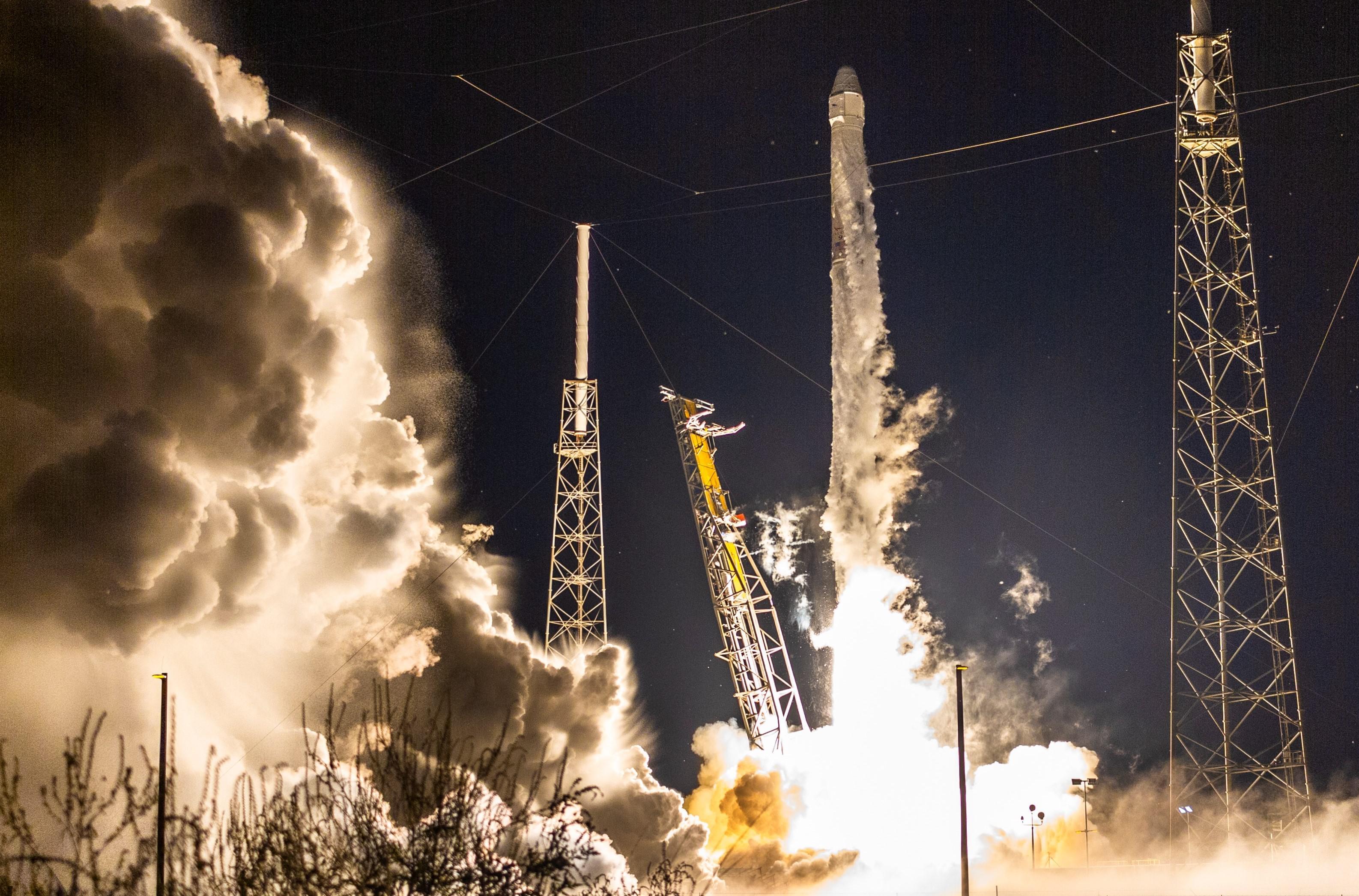 CRS-15 B1045 launch (Tom Cross) crop