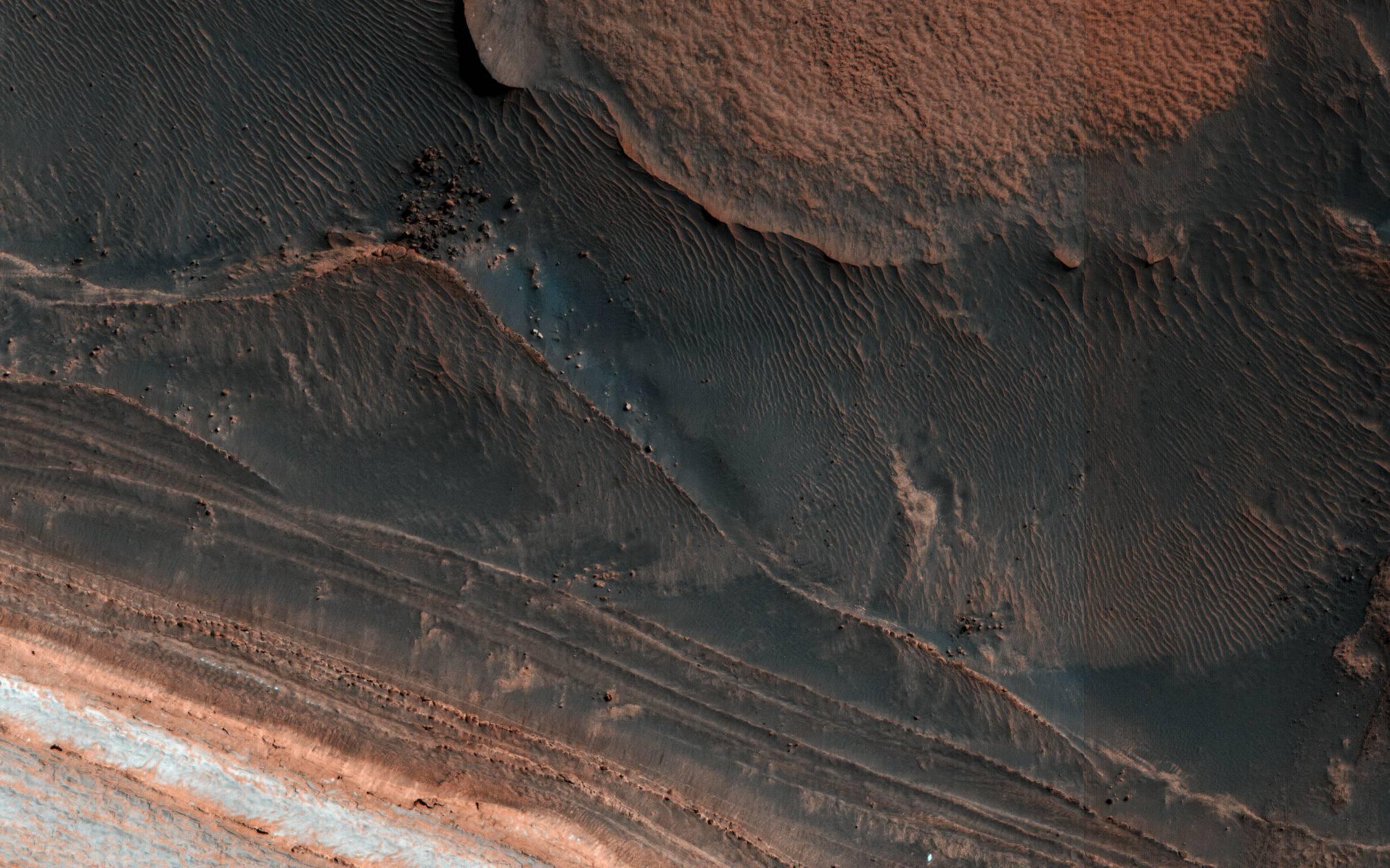 Ice Block Avalanche April 2018 (HiRISE)
