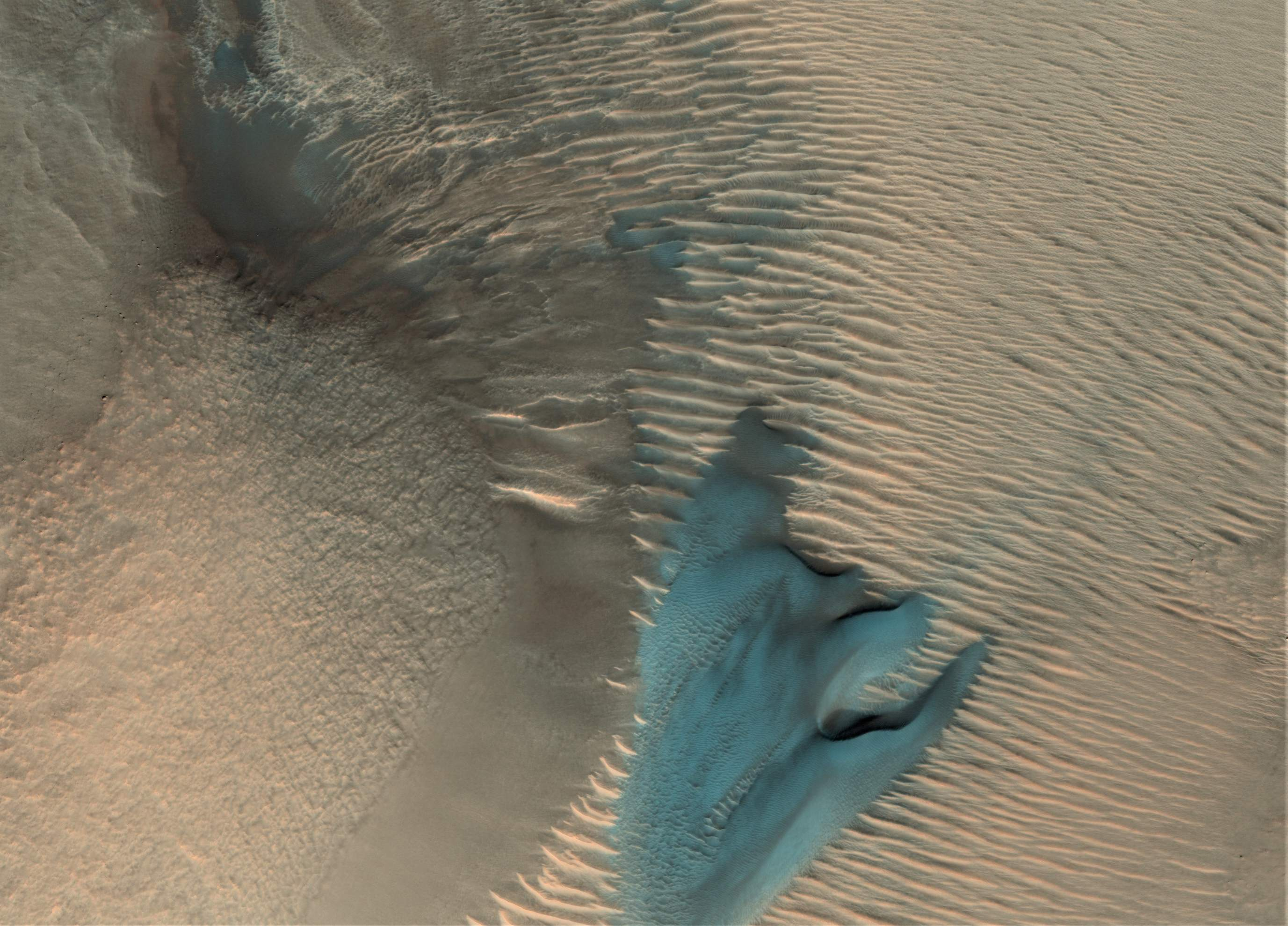 blue dune 01242018 (NASA MRO) crop(c)