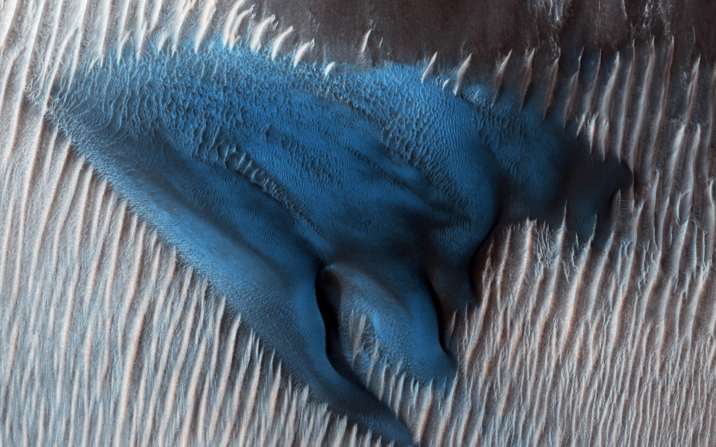 blue dune 01242018 (NASA MRO)