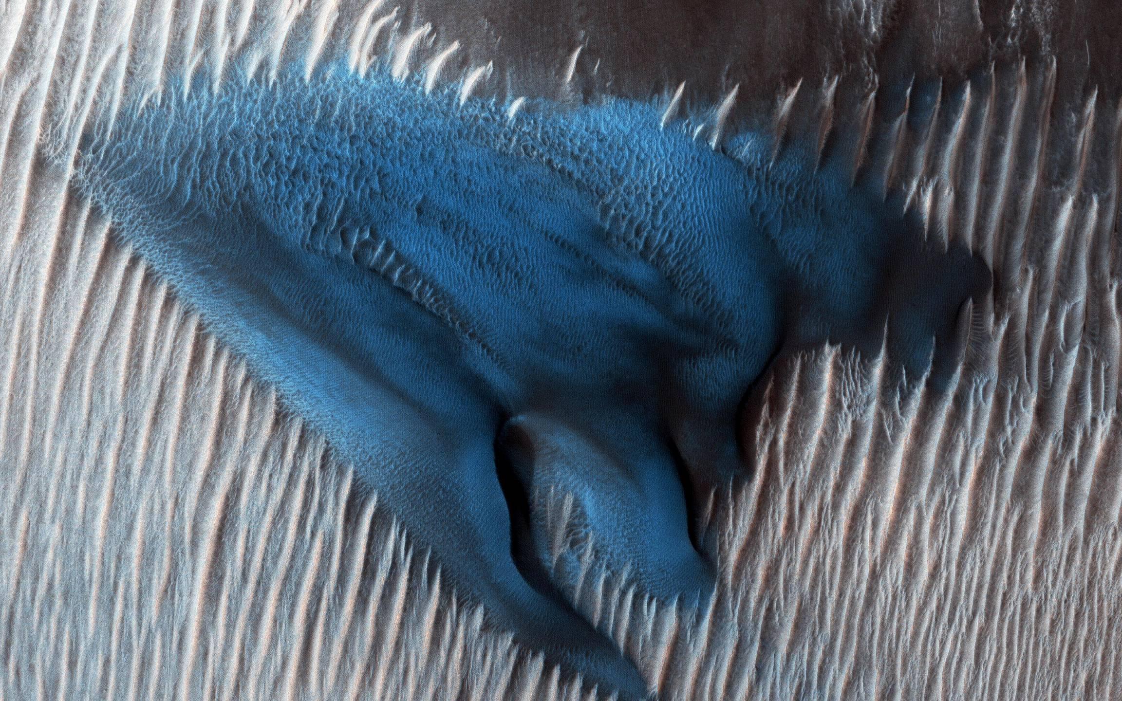 blue dune 01242018 (NASA MRO)